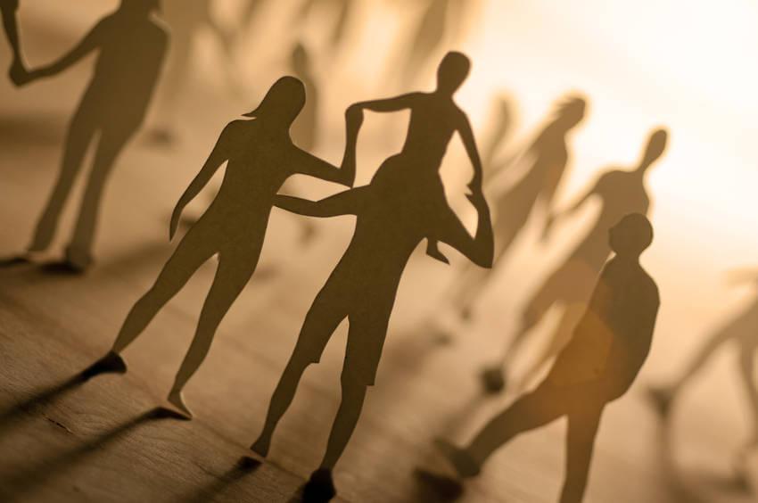 Aumenta habilidades sociales con hipnosis clínica